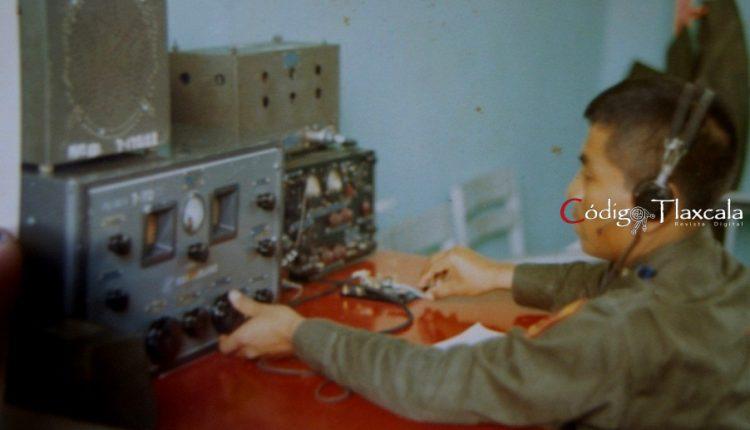 11 Operando transmisor TP 1 y receptor Hamarlun en Escuela de Clases de Puebla, 1970.