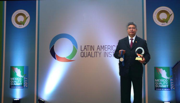 02 Recibe la UAT galardón que otorga el Latin American Quality Institute