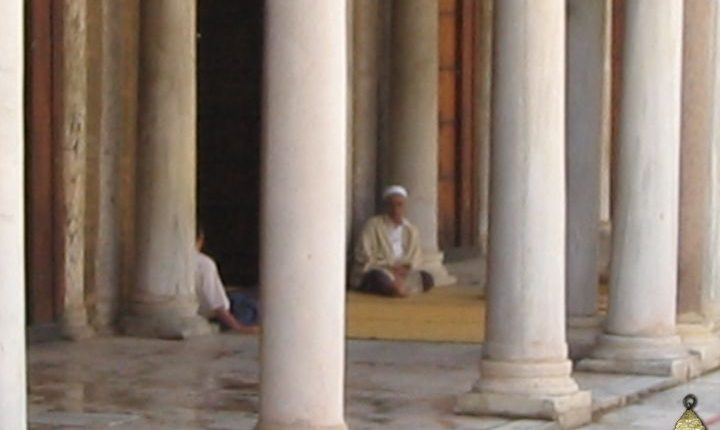 02 2 Mezquita del Olivo alberga una de las universidades islámicas, en Túnez. (artehistoria.com)