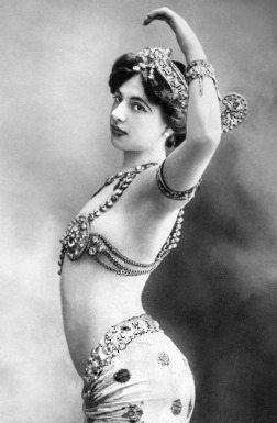 03 Reinvención como Mata Hari. (t13.cl)