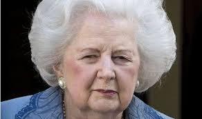 Puede que sea el hombre el que canta; pero es la mujer la que pone los huevos. Margaret Tatcher (1925-2013) Política británica